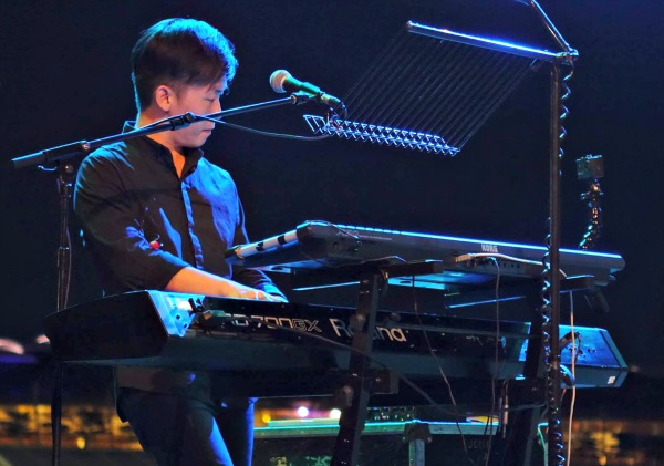 Jerry-keyboardist-performer