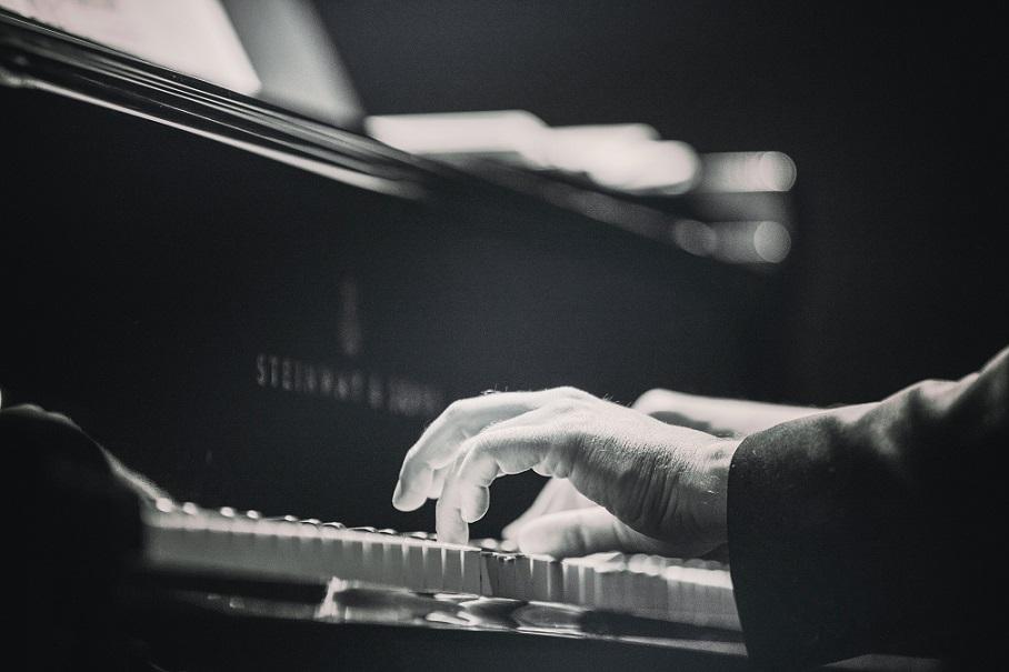 piano playing BW